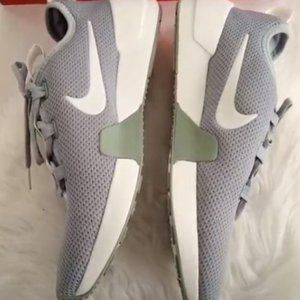 New Nike Grey & White Sneakers WMN Size US 10